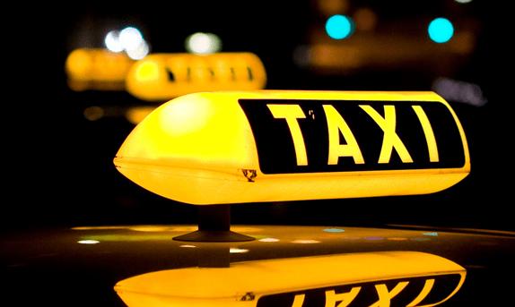Ταξί Αναγνωσταρας Πετρος